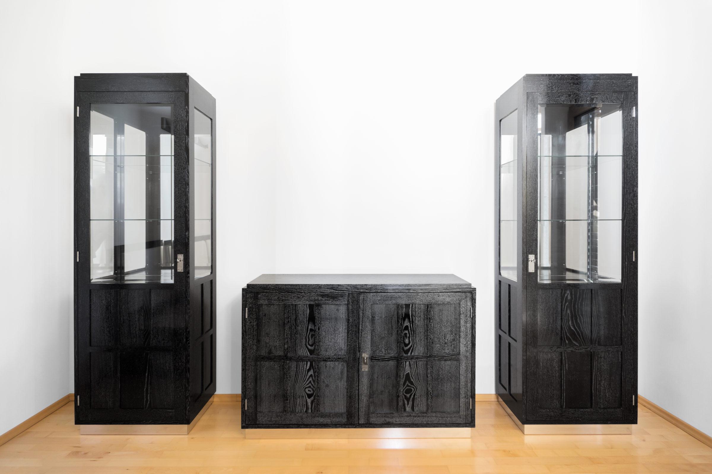 Pfeilerkästen mit Kommode, Massivholzmöbel handgemacht, Hochwertige Möbel aus Massivholz, Holzoberflächen handgehobelt, Einzelmöbelstücke, The Trees of Life
