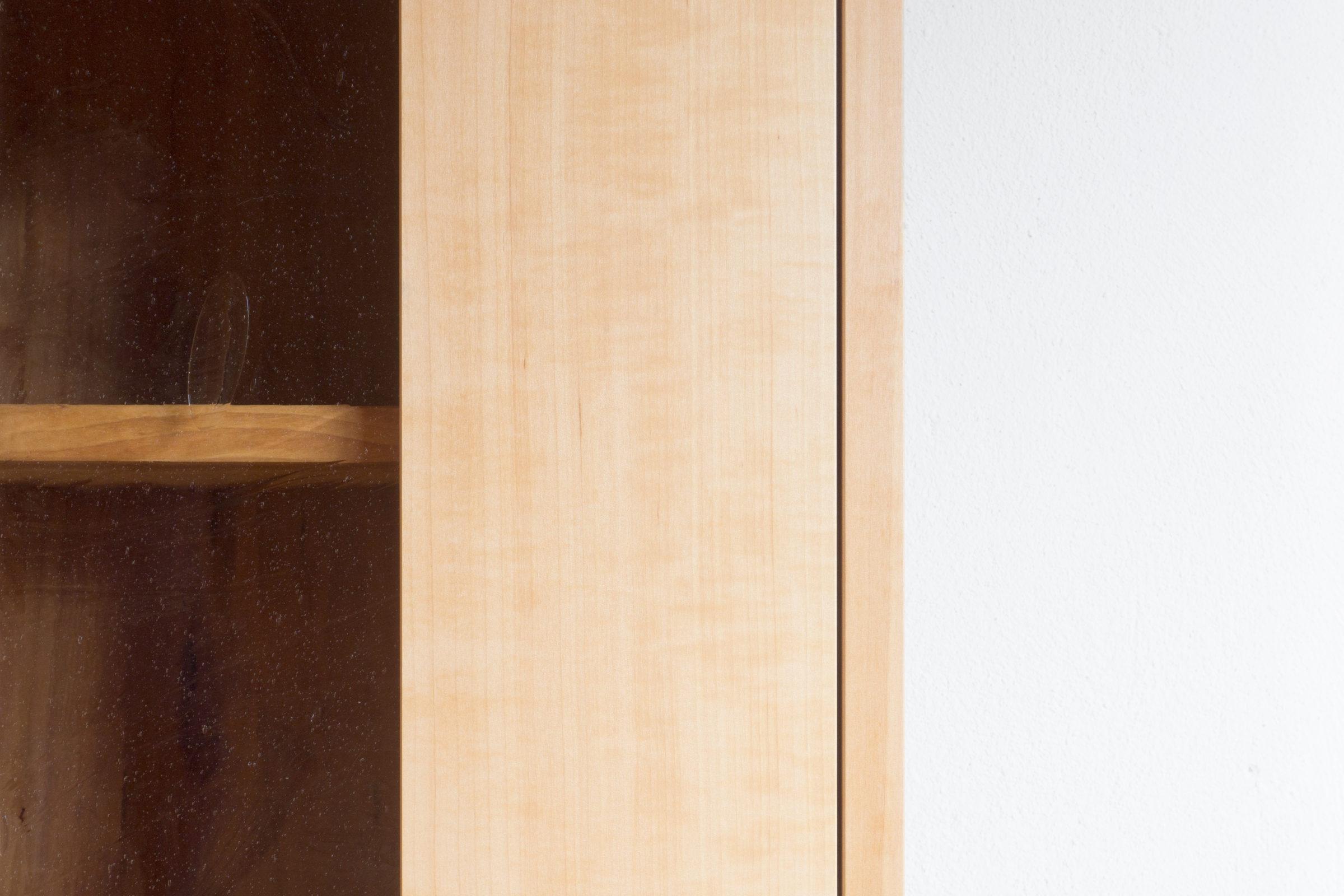 Kleiner Bücherkasten, Massivholzmöbel handgemacht, Hochwertige Möbel aus Massivholz, Holzoberflächen handgehobelt, Einzelmöbelstücke, The Trees of Lif