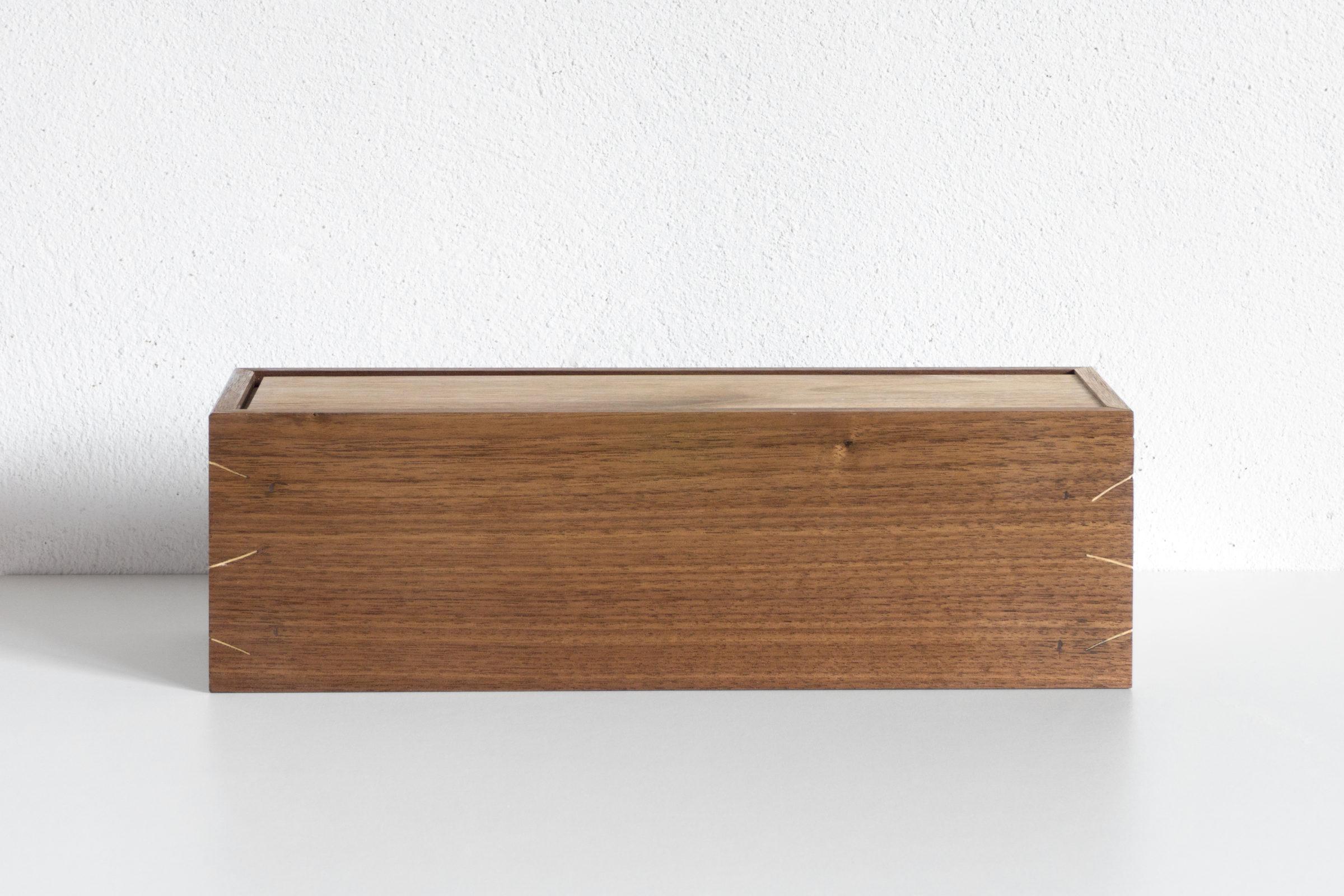 Schatulle, Massivholzmöbel handgemacht, Hochwertige Möbel aus Massivholz, Holzoberflächen handgehobelt, Einzelmöbelstücke, The Trees of Lif