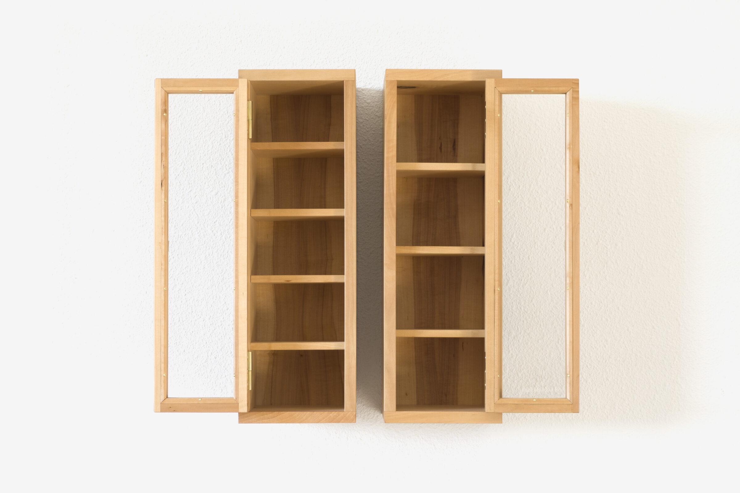 Glasschränkchen, vorne offen, Massivholzmöbel handgemacht, Hochwertige Möbel aus Massivholz, Holzoberflächen handgehobelt, Einzelmöbelstücke, The Trees of Life