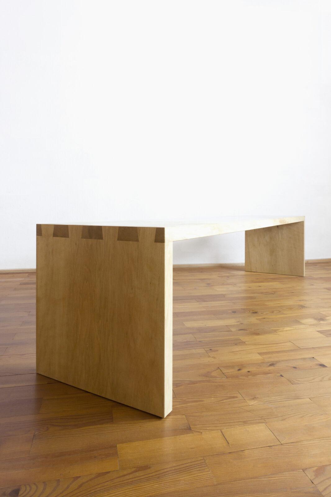 Sitzbank, seitlich, Massivholzmöbel handgemacht, Hochwertige Möbel aus Massivholz, Holzoberflächen handgehobelt, Einzelmöbelstücke, The Trees of Life